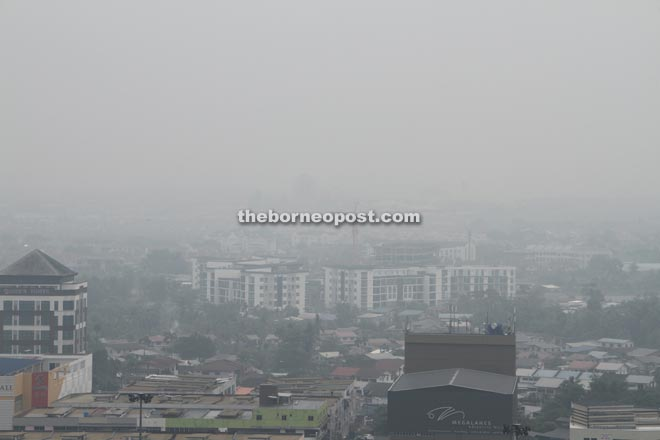 The city view taken at noon yesterday when air pollutant index was at unhealthy level. — Photo by Chimon Upon