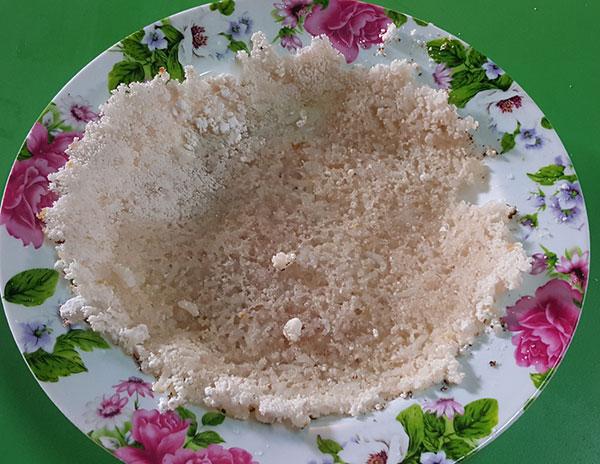 The sago pancake ready to be eaten.