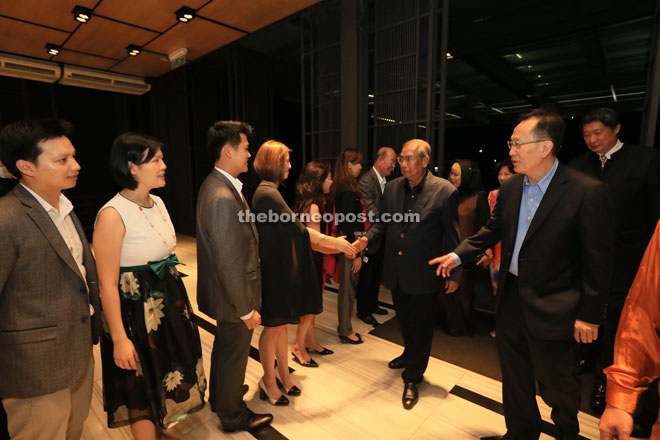Adenan being greeted by the welcoming committee upon his arrival at KTS Garden, accompanied by Lau and Siew (right).