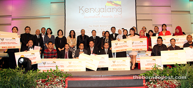 Winners of Kenyalang Journalism Awards 2015 pose with Adenan and key representatives from the state government, Shell Malaysia, Sarawak Energy, Sarawak Hidro and MPI. — Photos by Chimon Upon