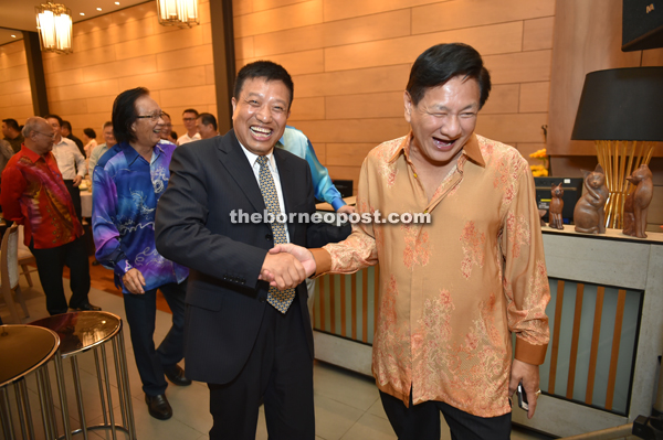 Liu shares a good laugh with Kuching Foochow Association president Wong Tiong Hock (right).