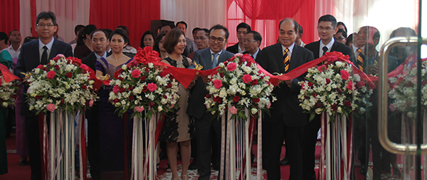 Mekong Group's grand opening on Jan 1 in Phnom Penh officiated at by Vongsey (front second right) and Entri (front right), representing the Cambodian and Malaysian governments respectively.