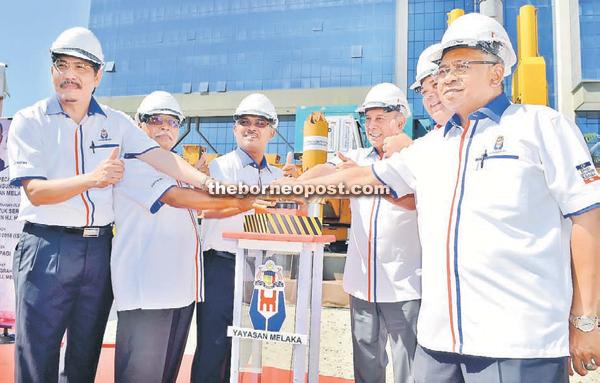 Idris Haron (third right) officiates the ground-breaking ceremony for the Yayasan Melaka building at Jalan Tun Ali yesterday. Also present are Yayasan Mekala general manager Datuk Zaini Md Nor (left). — Bernama photo