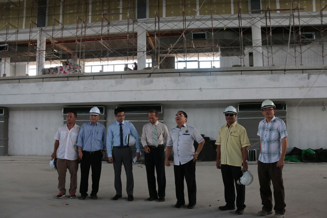 Dato Sri Wong and John (fifth and sixth left) with others at the site of the proposed sports centre.