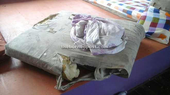 The torn and unhygienic pillow that is provided to the SMK Sundar students.