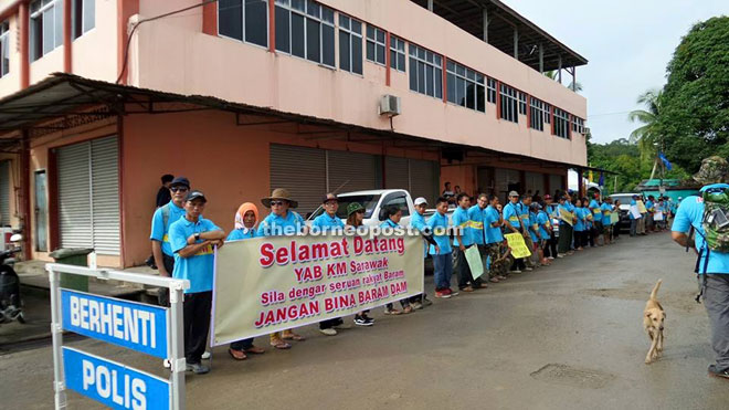 The local people express their wish to Adenan during his visit to Long Lama on July 30, 2015.