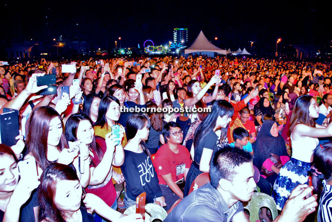 The sea of people from all races and walks of life turned up in full force to enjoy Shila's electrifying performance. — Photos by Othman Ishak