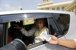 Myanmar's newly elected president Htin Kyaw talks to a reporter as he leaves the parliament at Naypyitaw, Myanmar March 15, 2016.  REUTERS/Soe Zeya Tun