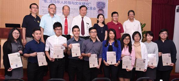 The presenters, Chai and members of SCCA in Sibu.