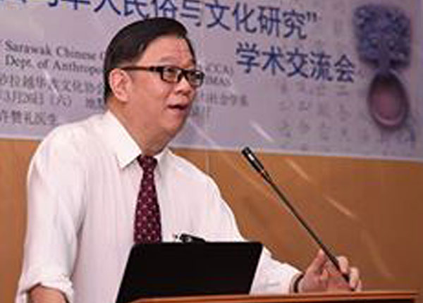 Hu delivers his welcoming speech.