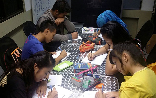 Students completing their assignments during one of the free classes.