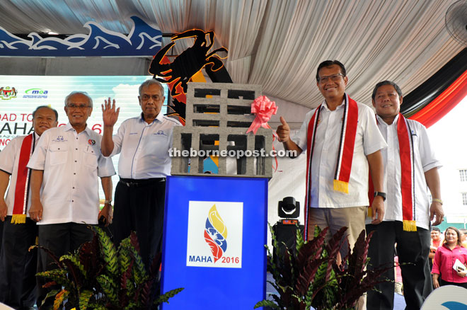 Adenan (third left) poses for the camera after the symbolic launch of Road to Maha 2016 together with Ahmad Shabery (second right), Nogeh (right), Jabu (second left) and Nansian at Lundu Waterfront.