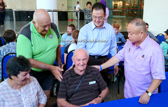 Chan (right) greets Len Snell — the oldest amongst Anzac veterans who fought in Sarawak during the Japanese Occupation in the 1940s.