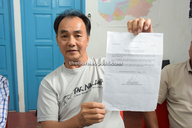 Jau shows the notification on the revocation of the gazettes of the extinguishment of NCR land for the Baram dam project.