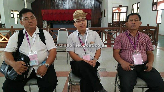 Paul Raja flanked by his proposer Michael Ding Tuah (right) and seconder William Bala in an interview at Marudi Civic Centre.