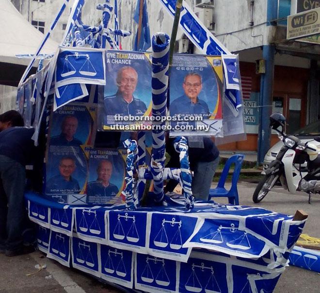 HIAS: Sebuah perahu layar dihiasi dengan poster calon BN, Datuk Talib Zulpilip.