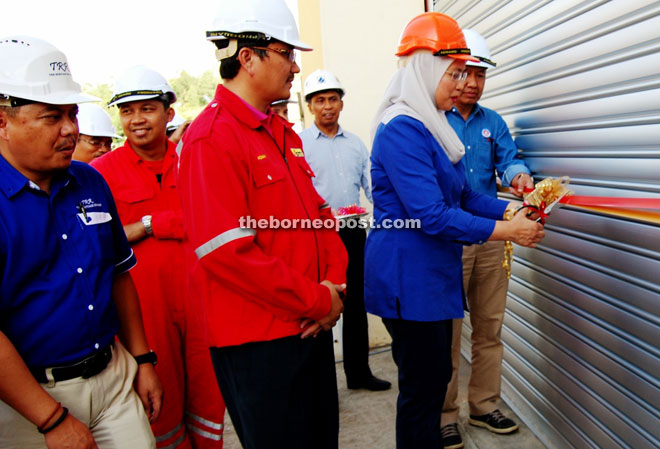Salmah cuts the ribbons to mark the official opening of the new training facility at IKM Bintulu.