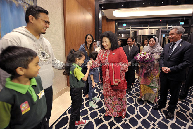 Rosmah shares a light moment with Permata students at the Hyatt Regency Hotel  in Istanbul, Turkey. — Bernama photo