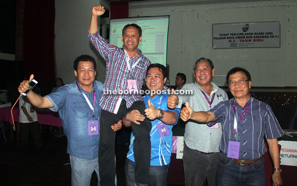 Henry (second left) gets lifted by his supporters after he was announced the winner. Also in the photo are (from right) PBB Tasik Biru chief John Nyigor and Mas Gading MP Anthony Nogeh Gumbek, who is also SPDP secretary-general.