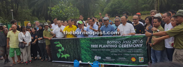 Front row from sixth left: Jonathan, Ting, Antonio, Lee and Ik in a photo call with participants of the tree planting event.