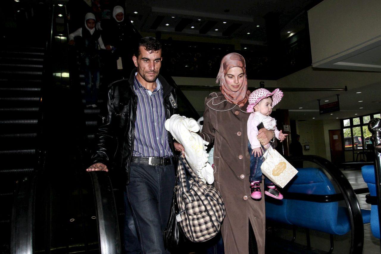 SUBANG, 28 Mei -- Antara Kumpulan kedua migran Syria seramai 68 orang daripada 18 keluarga yang tiba di Pangkalan Tentera Udara Diraja Malaysia (TUDM) Subang, hari ini. --fotoBERNAMA (2016) HAK CIPTA TERPELIHARA