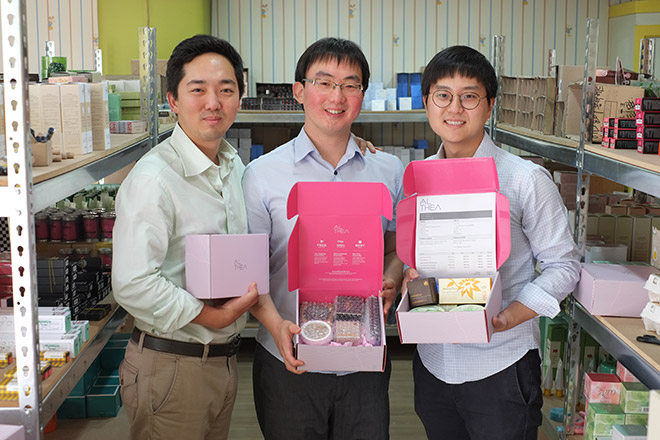 Kang (centre), Cynn (left) and Jae poses with Althea boxes. Korean Beauty startup Althea targeting the Southeast Asian market has raised US$3.5 million in Series A funding from Mirae Asset Ventures, Posco Ventures, 500 Startups, Tekton Ventures, Cherubic Ventures and others.