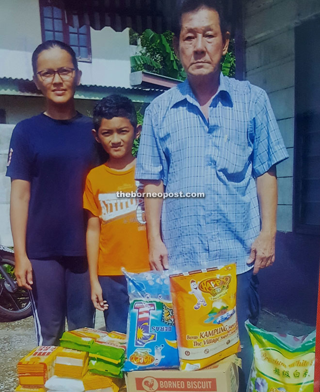 Lim (right) seen at Kampung Sambir with Ismawaty (left) recently.