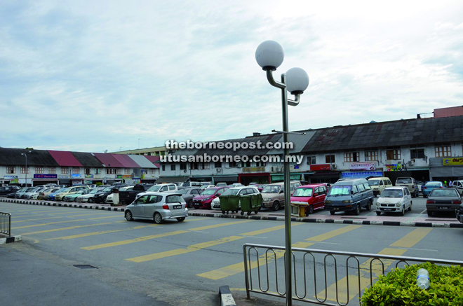 The old Limbang commercial area is short of parking lots.