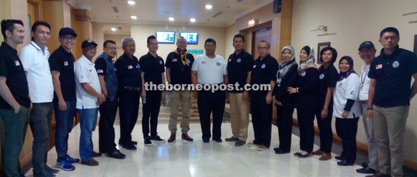 Nazri (eighth left) and delegates from Tourism Malaysia pose for a group photo before returning to Kuala Lumpur.