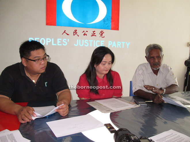 Voon (centre) at the press conference in the presence of Landeh PKR chairman Narawi Palayan Miniandi (right) and personal assistant to PKR chairman See Chee How, Jeffery Mok.