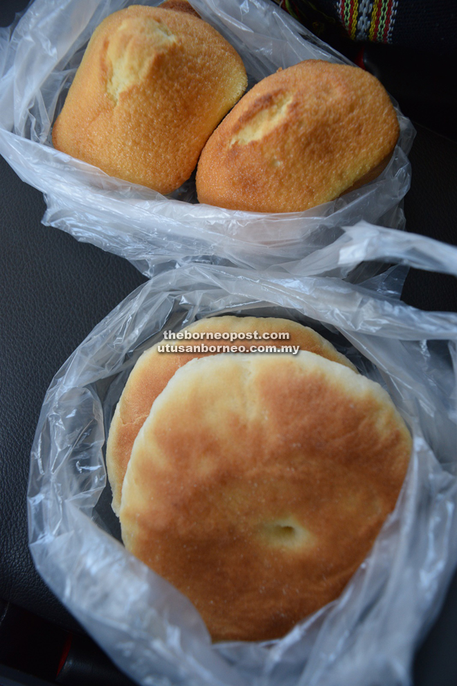 Delicious egg sponge cakes (top) and 'zheng dong pian'.