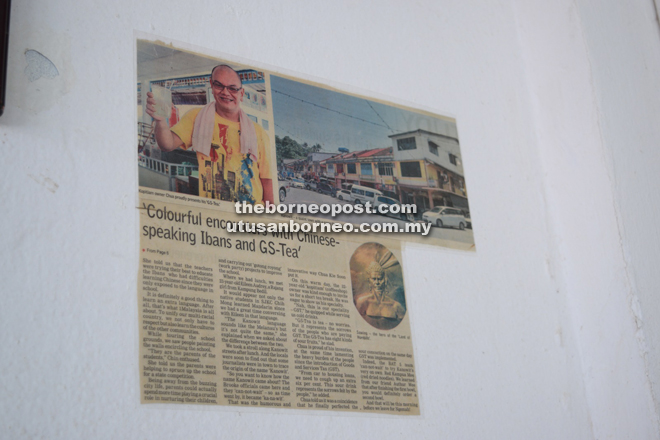 A newspaper cutting of BAT5's article on Kanowit pasted on the wall.