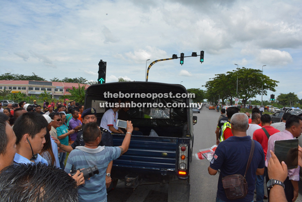 Bill's wife and daughter accompany his body in a police truck to Miri Hospital for post-mortem.