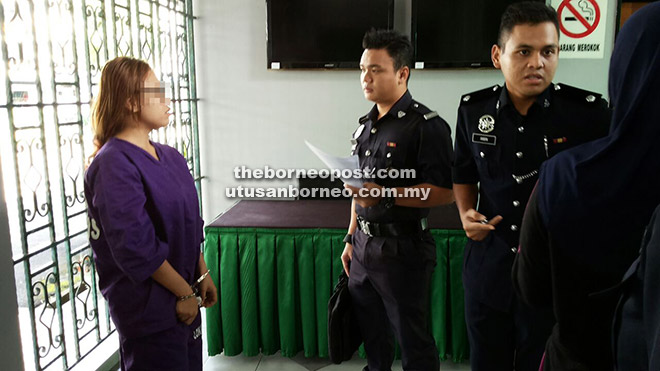 REMAN: Suspek dibawa ke Mahkamah Sibu untuk mendapatkan perintah reman pagi semalam.