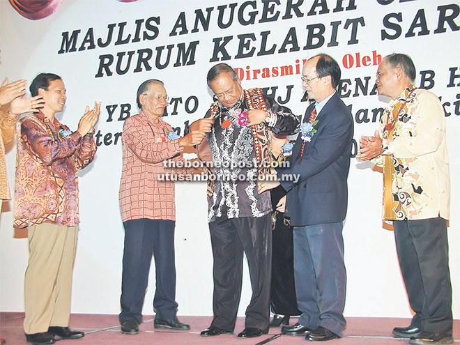 Chief Minister Datuk Patinggi Tan Sri Adenan Satem (centre) putting on a traditional Kelabit vest during an event hosted by Rurum Kelabit Sarawak.