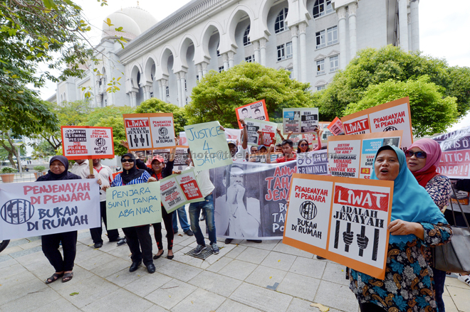 Supporters of Saiful Bukhari gathered outside the Palace of Justice in Putrajaya yesterday. — Bernama photo