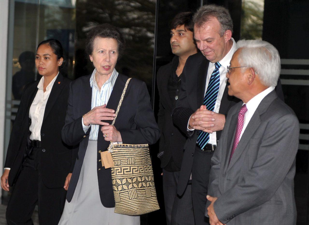 KUCHING, 30 Okt -- The Princess Royal, Princess Anne (dua, kiri) diiringi Ketua Pegawai Eksekutif Sarawak Energy Berhad, Torstein Dale Sjotveit (dua, kanan) dan Pengerusi SEB, Datuk Amar Abdul Hamed Sepawi (kanan) ketika melawat SEB) hari ini. --fotoBERNAMA (2016) HAK CIPTA TERPELIHARA