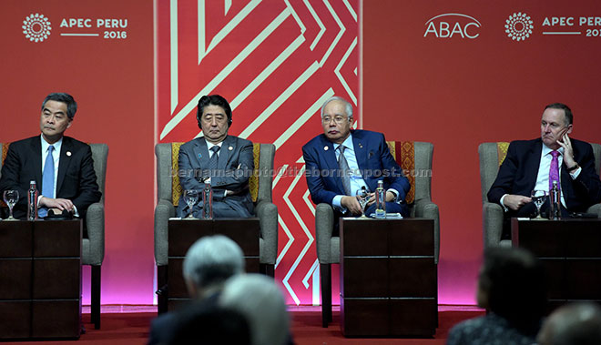 Najib (second right) at the APEC Economic Leaders' Meeting. Others from left are Hong Kong's Chief Executive Leung Wai-ching, Japanese Prime Minister Shinzo Abe and New Zealand  Prime Minister John Key— Bernama photo