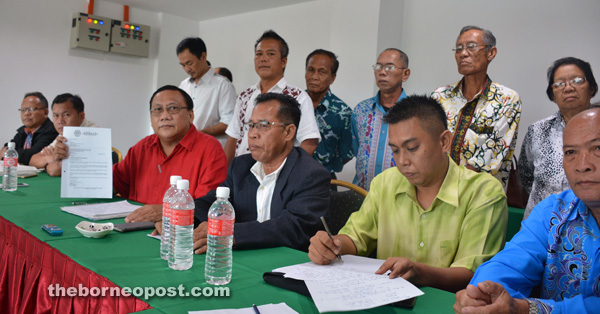 Munan (third left) shows the letter sent to BN pertaining to their application to join BN.