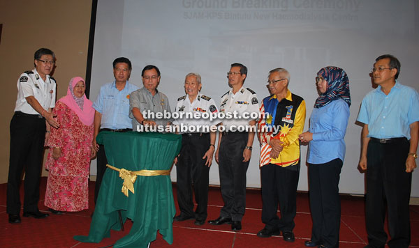 Rundi (fourth left) officiates at the ground breaking ceremony for the construction of the new building for the SJAM-KPS haemodialysis centre in Bintulu as Low (fifth right) and others look on.