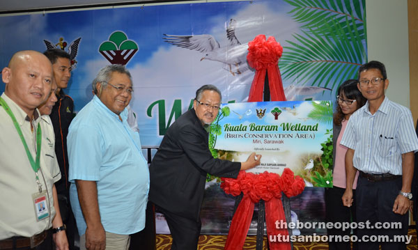 Sapuan signs the plaque as a symbolic gesture to launch Kuala Baram Wetland as a bird conservation area. Musa is at second left, front row.