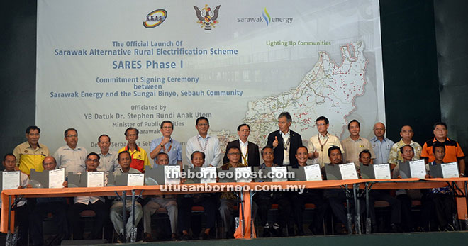 Rundi witnessing the official launch of Sarawak Alternative Rural Electrification Scheme commitment signing ceremony between Sarawak energy and the 13 village heads. The project costs around RM10 million and is expected to be completed by end of the year.