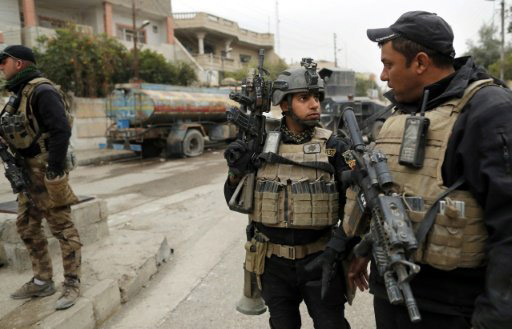 Soldiers from the Iraqi special forces secure a street in the Al-Bakr neighbourhood of Mosul during an operation against Islamic State (IS) group jihadists on November 30, 2016 -AFP photo