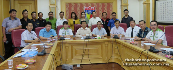 Lee (seated fourth left) is seen with other committee members. Co-chair councillor Ong Chee Yee is seated at third left.