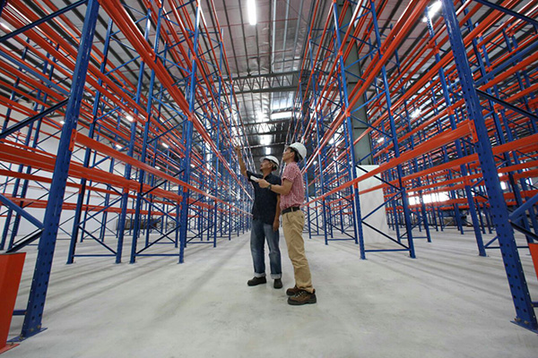 A picture showing the racks inside the new warehouse of East Coast located at Demak Laut Logistics Park.