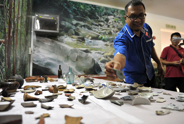 Mohd Shermann showing the artifacts discovered from the construction site in Kuching yesterday. — Bernama photo