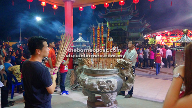 A man takes some time to pray during the Chap Goh Mei celebration.