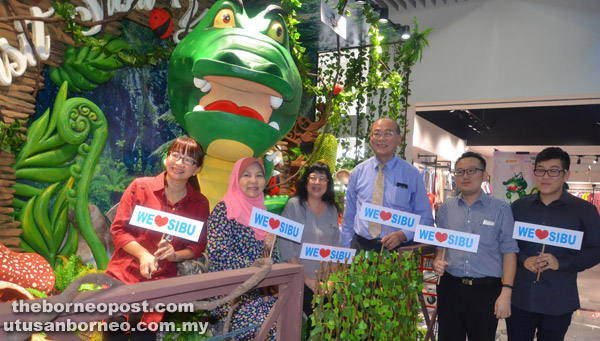 (From left) Wong, Rogayah, Lau (third right) and others posing in front of VSY 2017 mascot Bujang Sibu or Bu Bu statue.