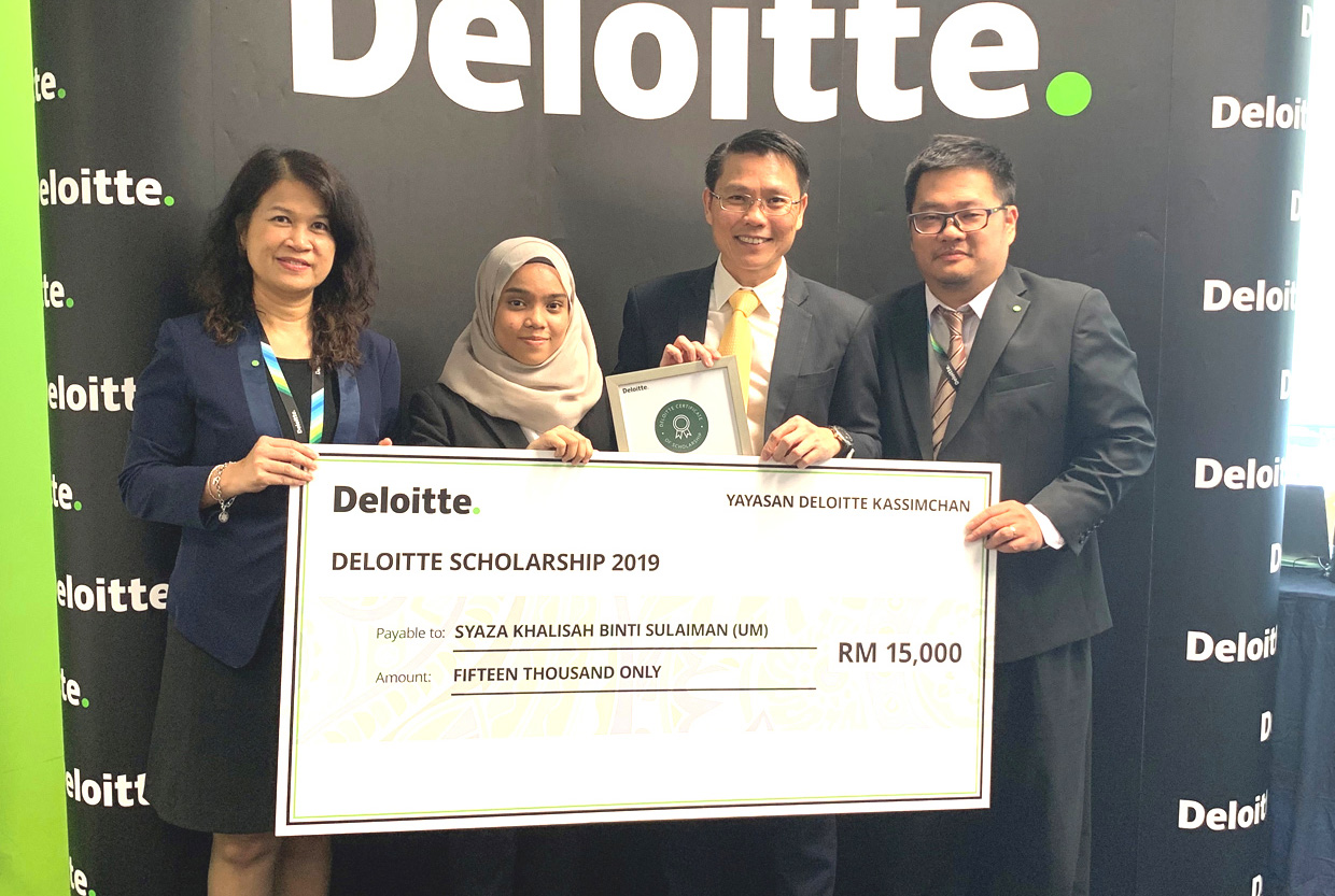 Deloitte awards close to RM300,000 to deserving university