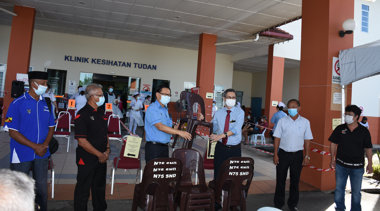 Tudan Polyclinic receives canopies, chairs
